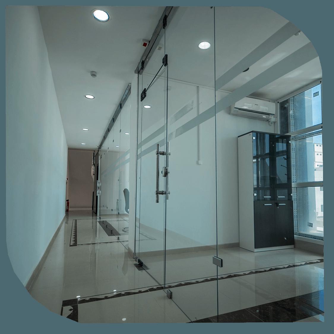 Stores et ouvertures automatiques. Produits verriers, polycarbonate Entreprise de construction Algérie Constantine